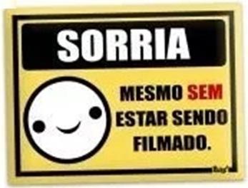 PLACA SORRIA MESMO SEM ESTAR SENDO FILMADO - PS